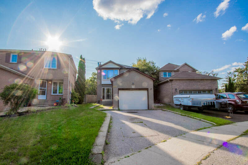 Detached 3 bedroom 2 bath House For Sale At Heart Of Ajax!