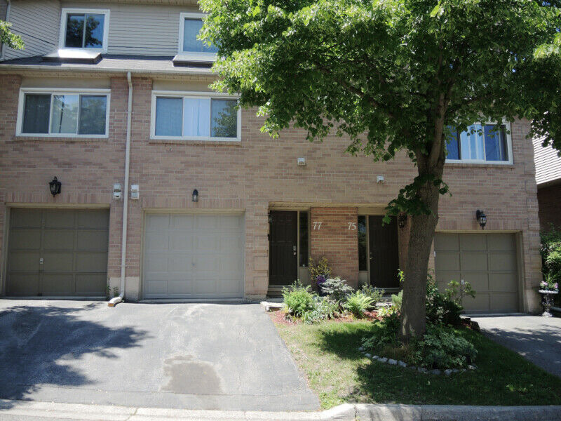 Townhouse in Dundas, 26 Moss Blvd Unit 77