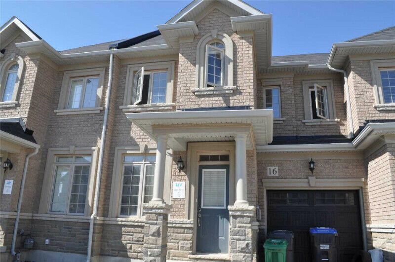 SPACIOUS 3 Bedroom Town House in BRAMPTON $690,000 ONLY-186;