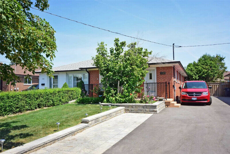 """Border Of Toronto"" 3Bd 2Bth Semi-Detached Bungalow"
