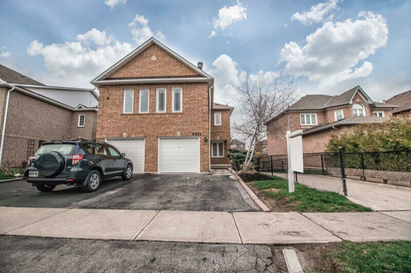 Semi-Detached for Sale in Mississauga-39;
