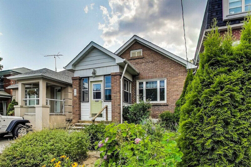 Gorgeous 2 + 1 Bed, 2 Bath Home Is Super Sweet, Detached