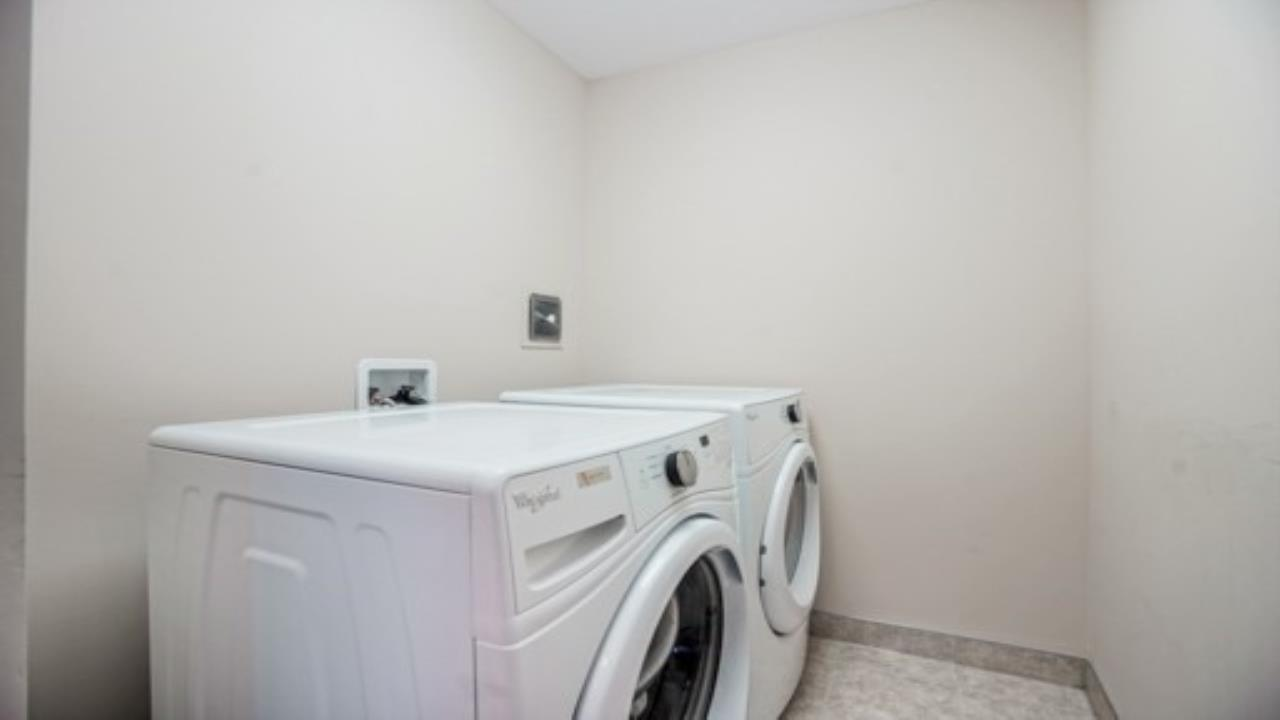 1830 Sq Ft Free-Hold End Unit Town House On Sale In Milton, Milton, Ca