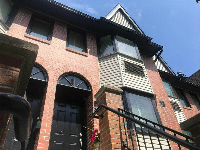 Toronto King And Bathurst Townhome for sale Downtown 1500 sqft!!