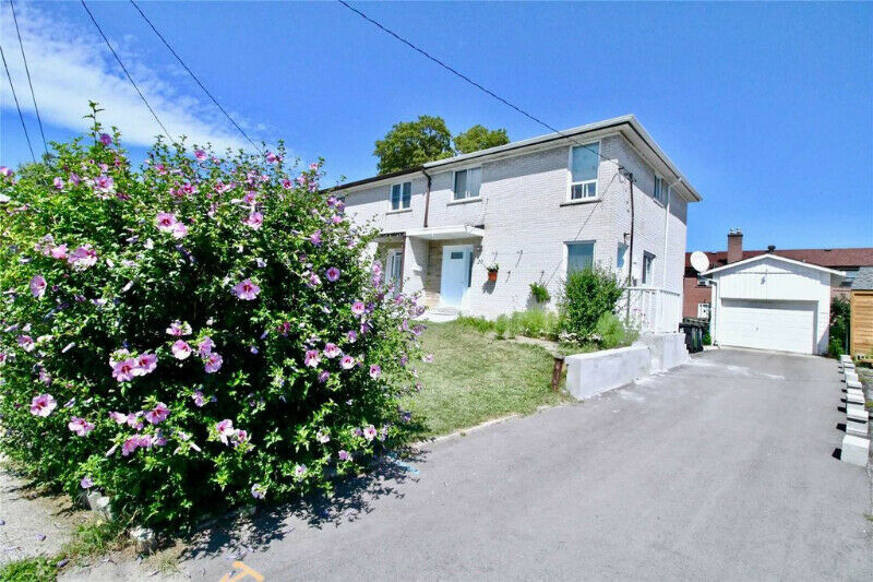 Excellent Location Near The Beaches! A Very Quiet Cul-De-Sac.