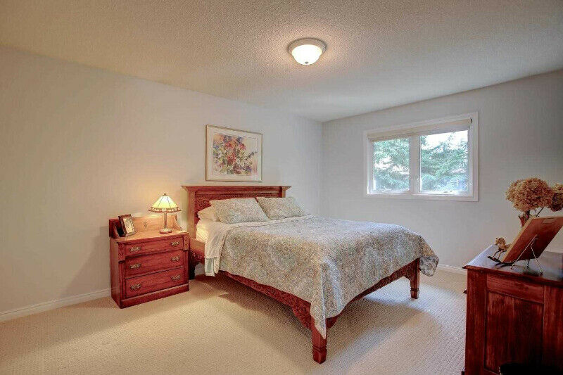 BEAUTIFUL ROOMS FOR RENT IN CLEAN HOUSE. Sharing with females