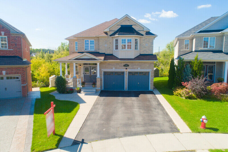 Look here! Amazing 5 Bed 5 Washroom Ravine Lot Home in Brampton!-14;
