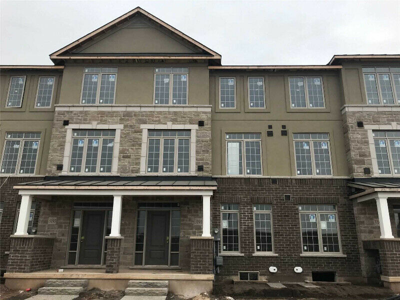 3 + 1 Bed Contemporary Designed Townhouse Home in Oakville