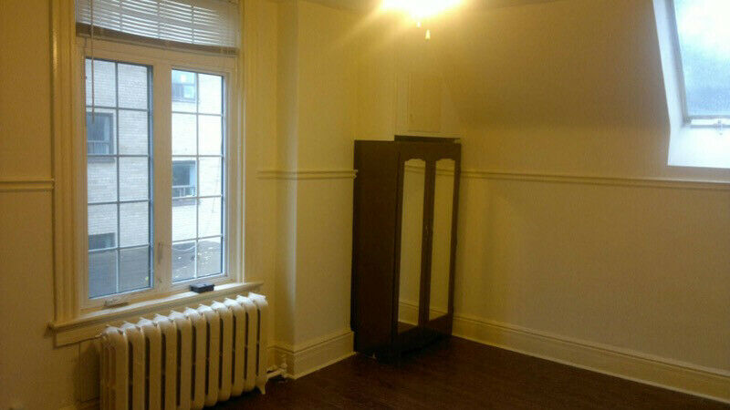 Privat Rooms for Rent nr Liberty Village/King Streetcar/SKYLIGHT