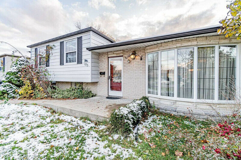 Well Kept Detach Home Available In Popular Avondale Community