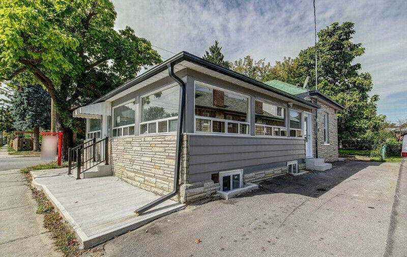 3 B/R 3 W/R Fully Renovated Detached Bungalow