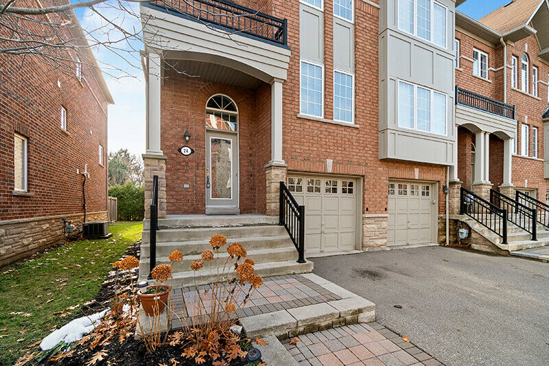 Home For Sale: 24 - 230 Paisley Blvd W, Mississauga-125;