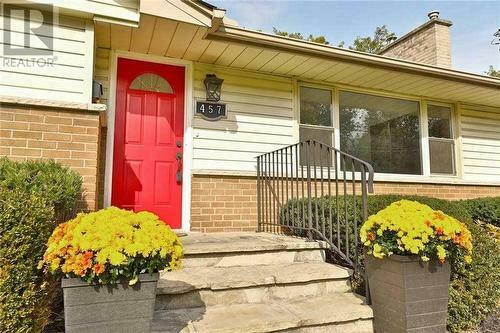 Cyber Monday: bungalow in Ancaster for sale with 75x100 FT lot