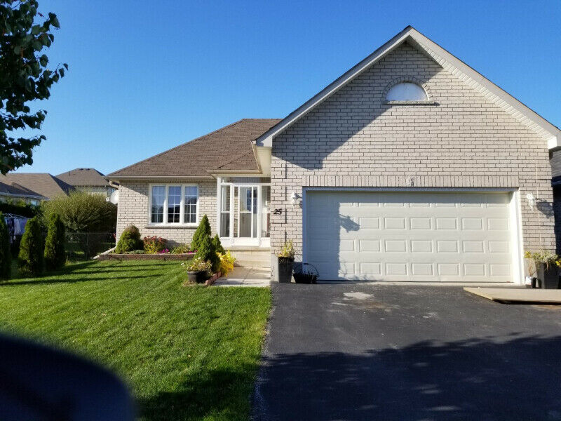 New Price - Bungalow for Sale Lindsay ~~~ 3+1 Bedrooms