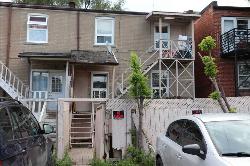 Semi Detached Duplex With A Basement Apartment 3 Car Parking-143;