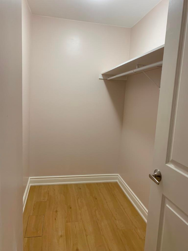 1 BEDROOM BASEMENT APARTMENT w/PRIVATE WASHROOM--FOR RENT--$700.