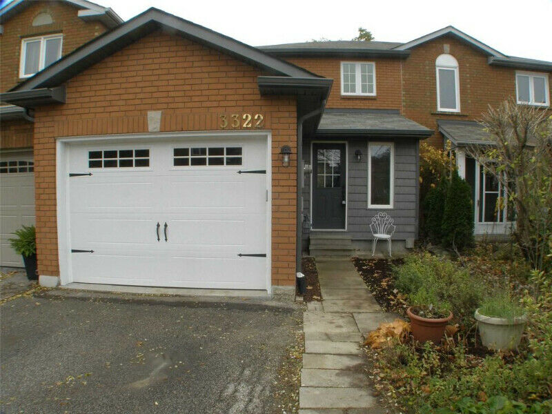 Open Spacious 3+1 Bdrm,2 Wr Freehold T0Wnhome