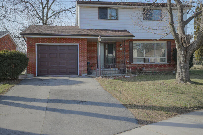55 Yarmouth Court **Open House Jan 26th 2-4**
