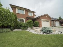 LUXURIOUS COMPLETELY RENOVATED EXECUTIVE HOME IN QUIET, MATURE NEIGHBOURHOOD