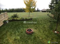 Bi-Level House 5 Bedrooms Backing To A Soccer Field ., Spruce Grove, Ca