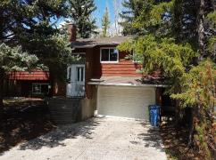 Varsity - Spacious Bungalow With Attached Garage., Calgary, Ca