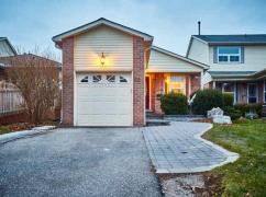 Lovely Detached Bungalow W/3 Car Parking In Central Ajax / Perfe, Ajax, Ca