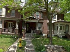 Spacious 3 Storey Semi (Triplex As Per Mpac)., Toronto, Ca